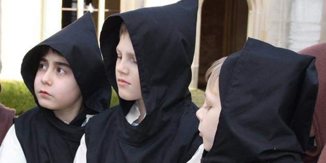 Kinder beim Klosterbesuch; Foto: Staatliche Schlösser und Gärten Baden-Württemberg, Janna Almeida