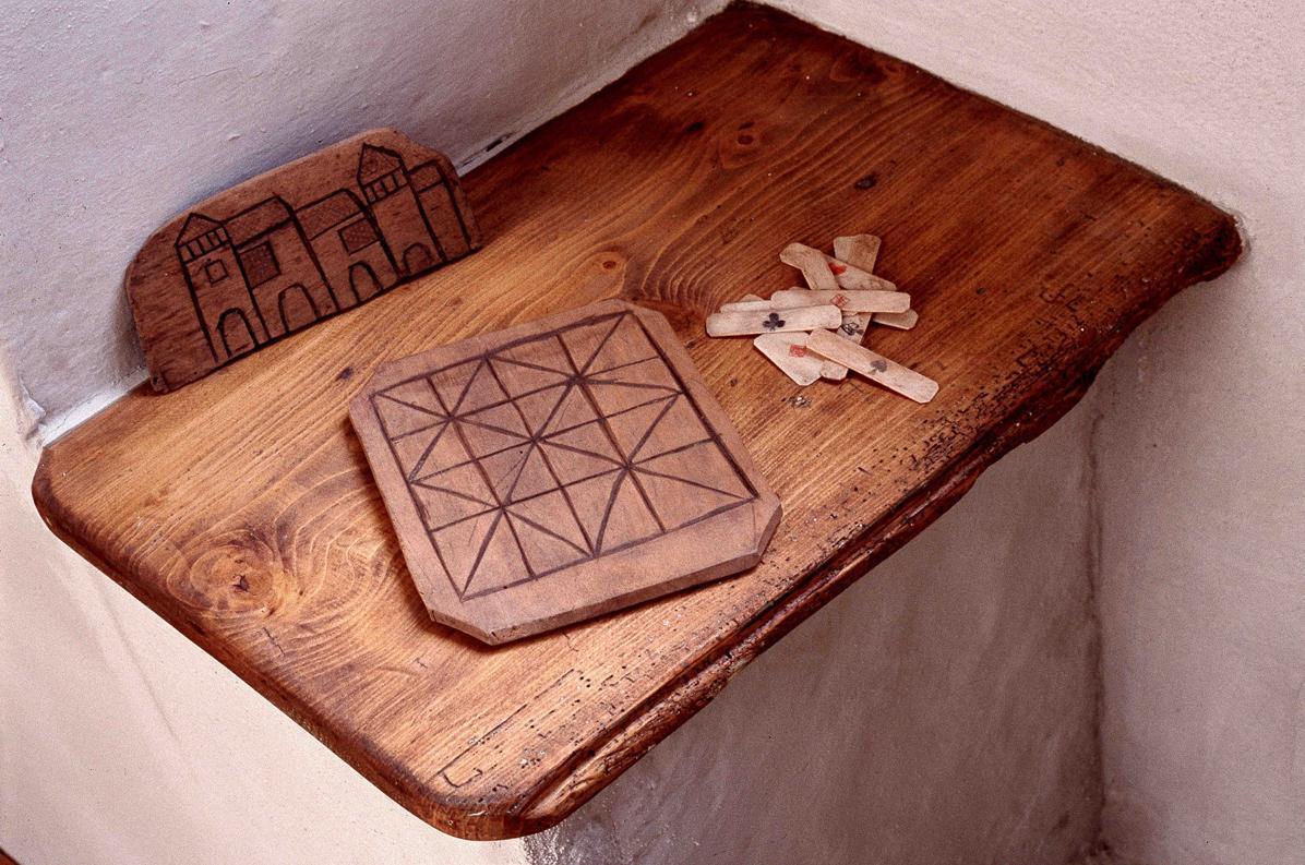 Ein altes Brettspiel, heute im Klostermuseum Alpirsbach; Foto: Staatliche Schlösser und Gärten Baden-Württemberg, Werner Hiller-König