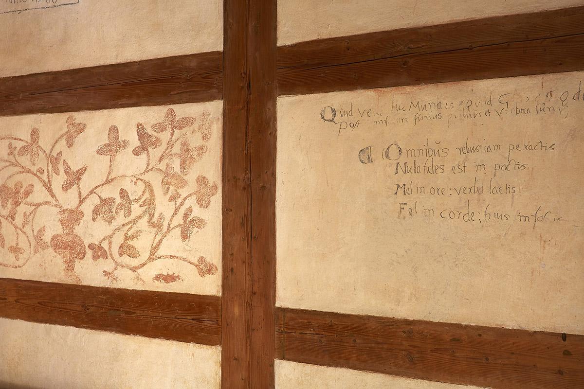 Graffiti an den Wänden der Mönchszellen in Kloster Alpirsbach; Foto: Staatliche Schlösser und Gärten Baden-Württemberg, Markus Schwerer