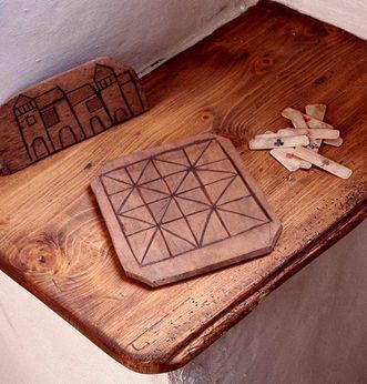 An old board game, now in the Alpirsbach monastery museum. Image: Staatliche Schlösser und Gärten Baden-Württemberg, Werner Hiller-König