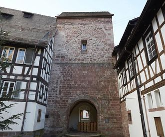 Ansicht des Turms der ersten steinernen Klosterkirche in Alpirsbach