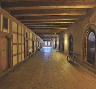 View into the hallway between individual cells. Image: Staatliche Schlösser und Gärten Baden-Württemberg, Markus Schwerer