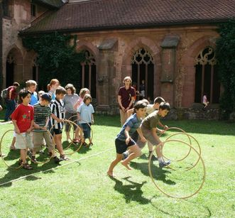 Children on the monastery grounds today. Image: Staatliche Schlösser und Gärten Baden-Württemberg, Maulbronn local administration