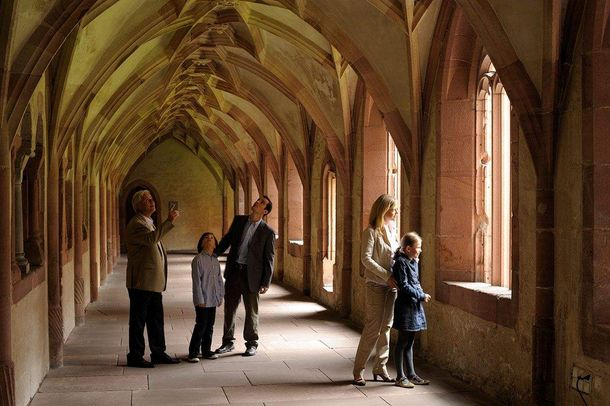 Alpirsbach monastery, family in the corridor