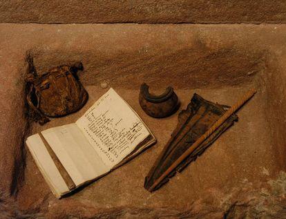 Found items from the monastery school. Image: Staatliche Schlösser und Gärten Baden-Württemberg, Werner Hiller-König